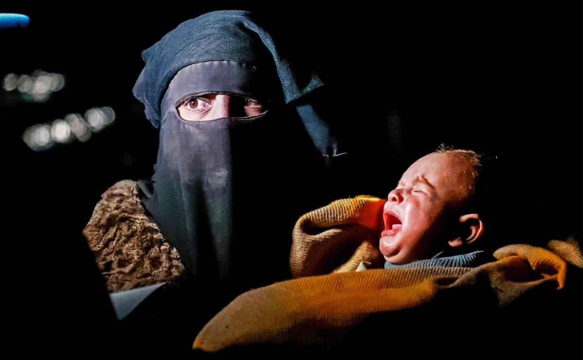 Syyrialainen nainen ja vauva.