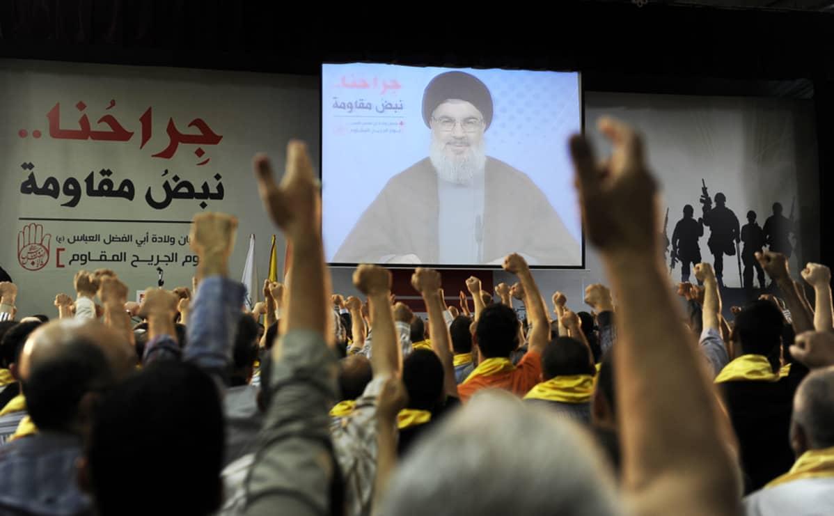 Hizbollahin kannattajat seurasivat järjestön johtaja Hassan Nasrallahin puhetta Beirutissa, Libanonissa, 14. kesäkuuta..