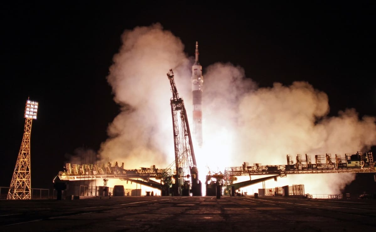 raketti laukaistaan avaruuteen