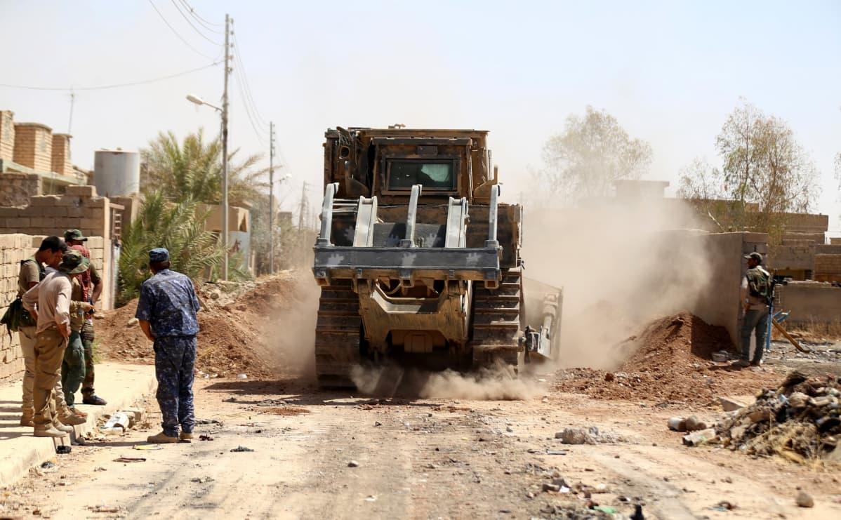 Irakilaiset joukot ja shia-sotilasjoukot etenevät Tal Afar -kaupungin keskustaan, kun he ottivat takaisin useita alueita Isisiltä.