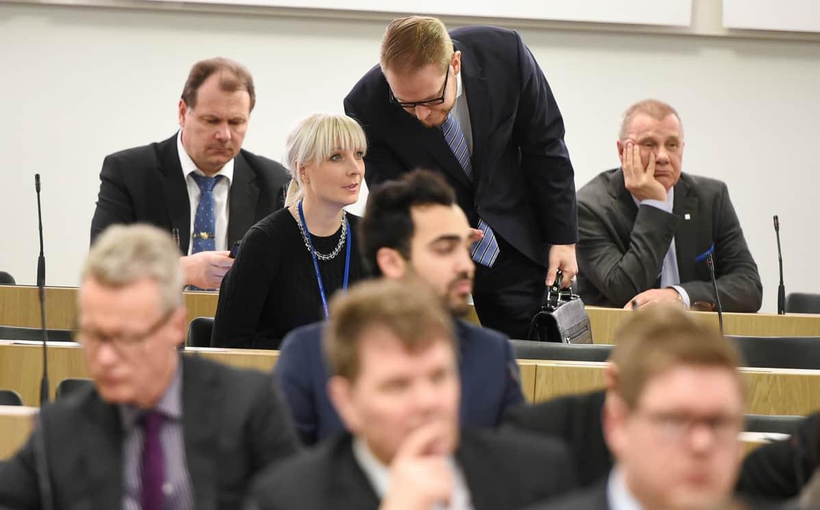 Laura Huhtasaari eduskunnan täysistunto 10.02.2016.