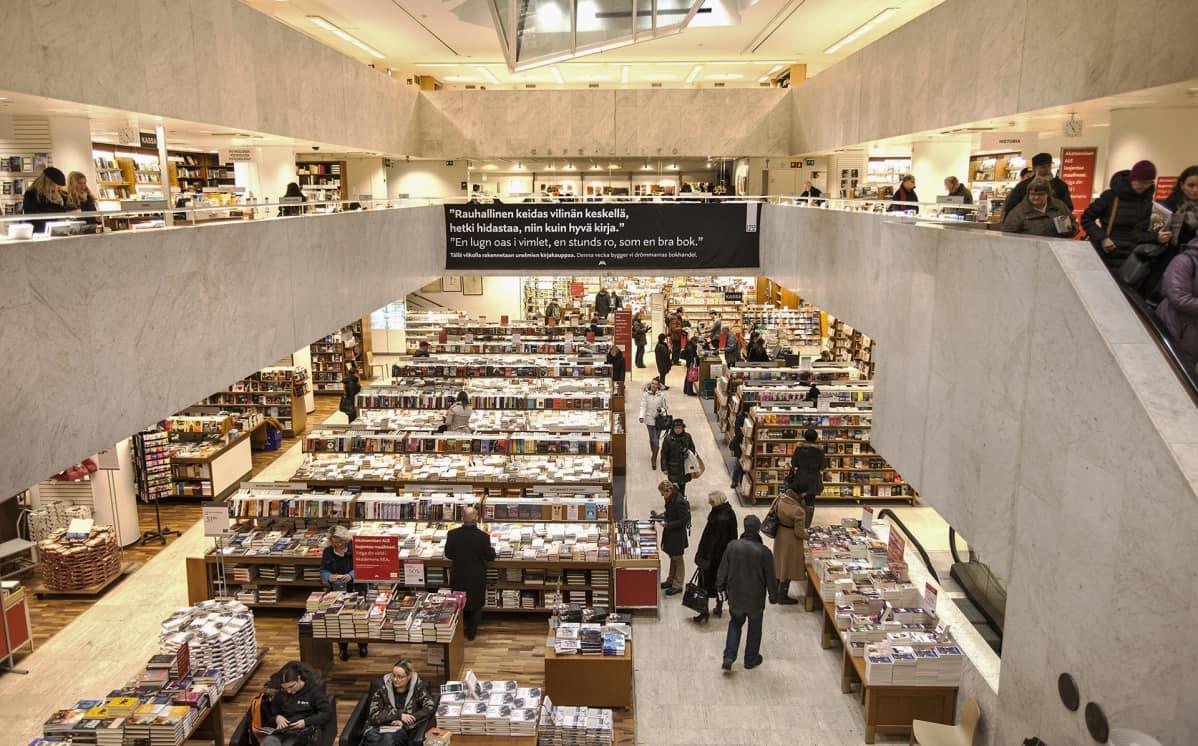 Akateeminen Kirjakauppa toisesta kerroksesta nähtynä vuonna 2013.