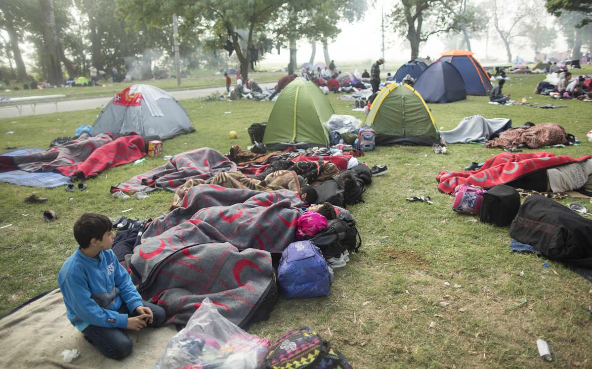 Syyrialaisia pakolaisia istanbulissa odottamassa pääsyä Kreikan kautta Saksaan vuonna 2015.