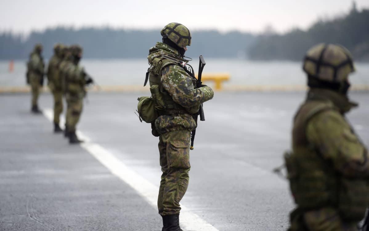 sotilaita harjoituksessa