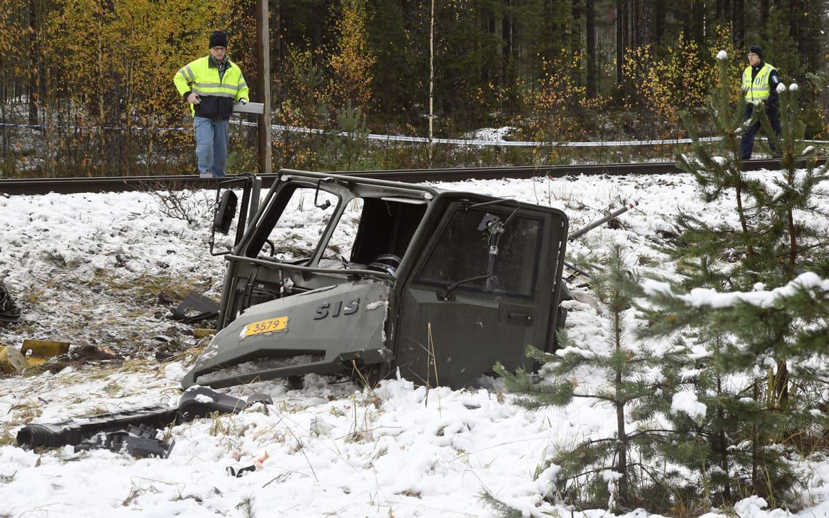 Puolustusvoimien Masi-ajoneuvo törmäsi junaan Raaseporissa torstaina 26. lokakuuta 2017