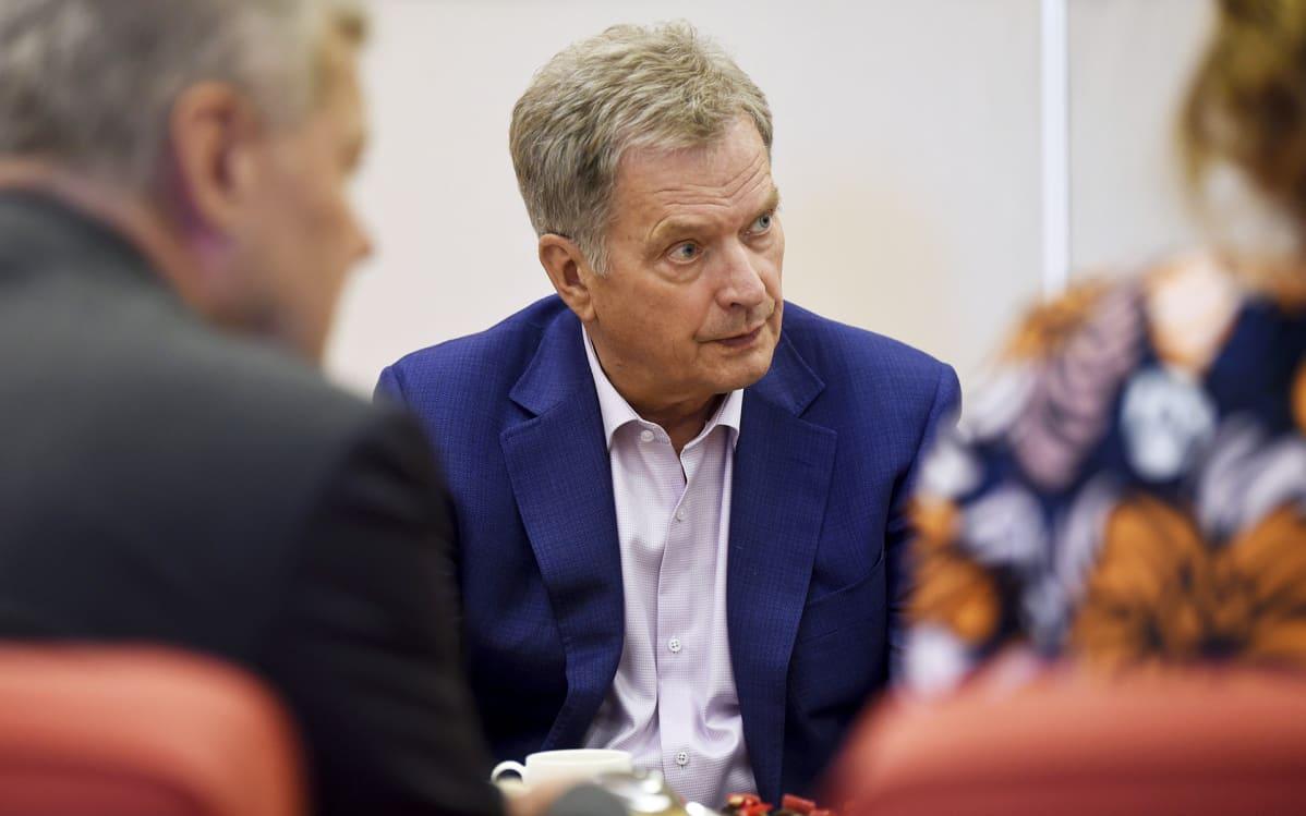 Sauli Niinistö Yle Radio 1:n presidentin kyselytunnilla Helsingissä lauantaina.