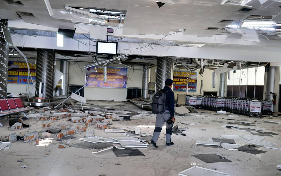 Tuhoutunut Palun lentokenttä Indonesiassa sunnuntaina.