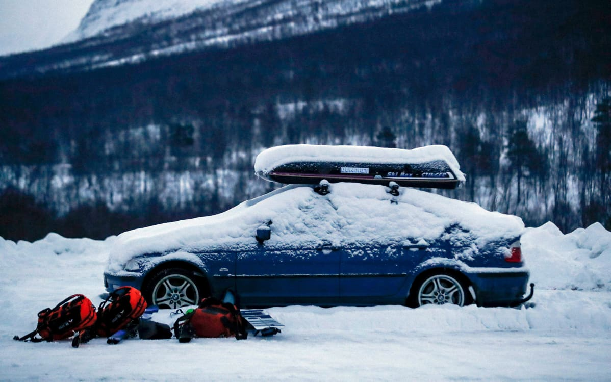 Kadonneiden hiihtäjien auto Tamokdalenissa, Norjassa 4. tammikuuta.