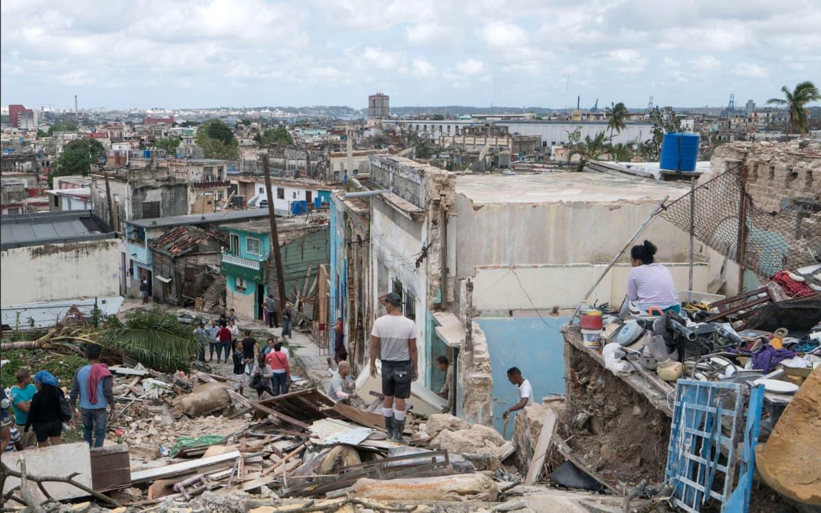 Tornado kulki usean kaupunginosan läpi Havannassa sunnuntai-iltana. Koteja romahti myrskyn voimasta ainakin Díez de Octubressa, La Viborassa, Santo Suarezissa, Luyanassa ja Guabacossa.