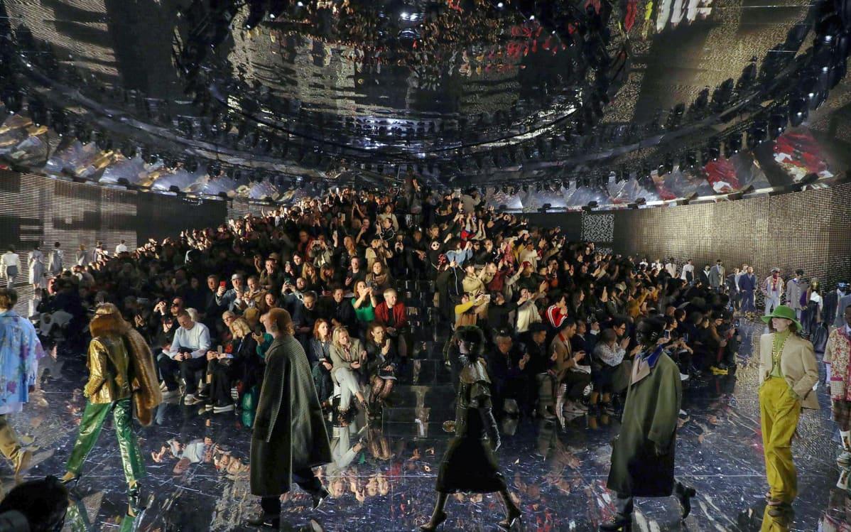 Mallit esittelevät Guccin tekemää muotia Milanossa 20. helmikuuta 2019.