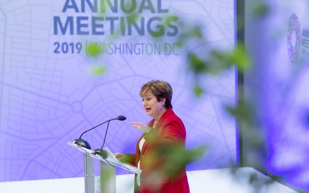 Kristalina Georgieva pitämässä puhetta IMF:n pääkonttorilla