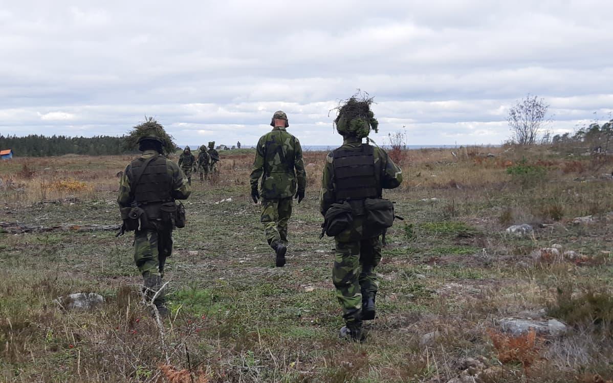 sotilaita harjoituksissa