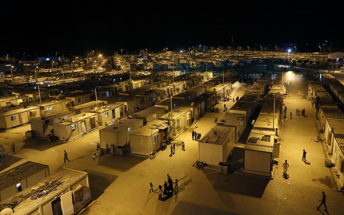 Pimeällä otettu yleiskuva Harranin pakolaisleiristä.