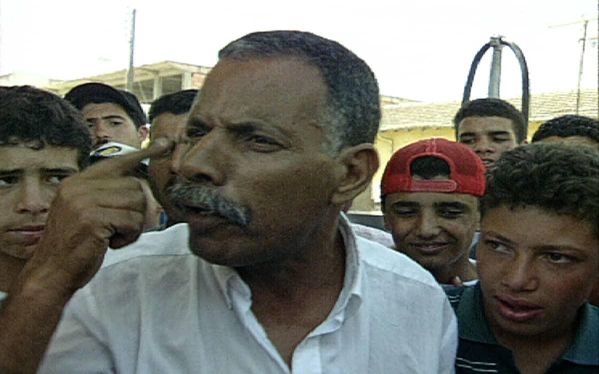 Bugaralainen mies kertoi, että kylän perheistä jokainen oli menettänyt jonkun jäsenensä.