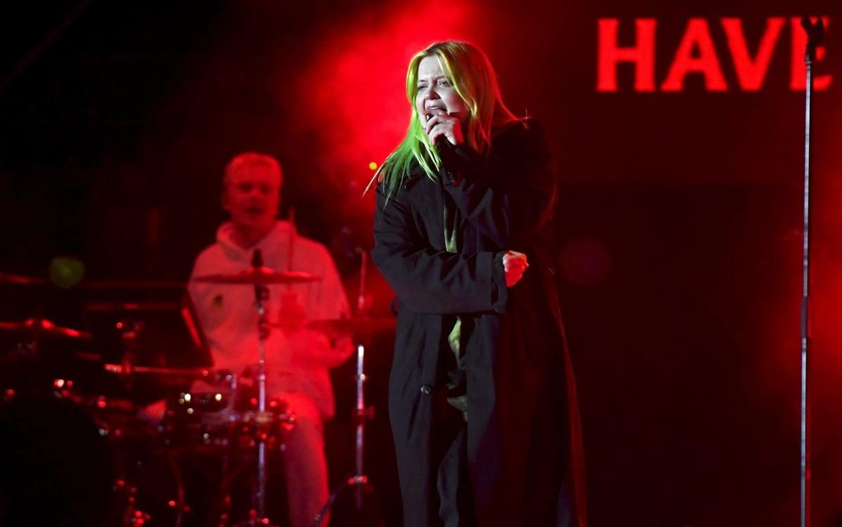 Alma esiintyi Helsingin kaupungin uudenvuoden juhlassa Kansalaistorilla Helsingissä 31. joulukuuta 2019.