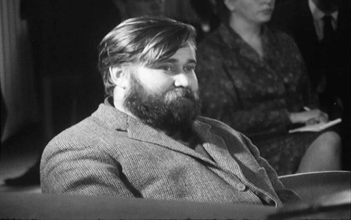 Hannu Salama oikeudenkäynnissä.