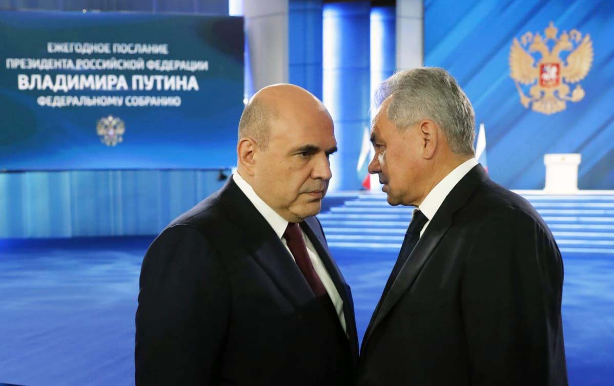 Mihail Mišustin ja Sergei Šoigu keskustelivat Moskovassa keskiviikkona ennen presidentti Vladimir Putinin puhetta.