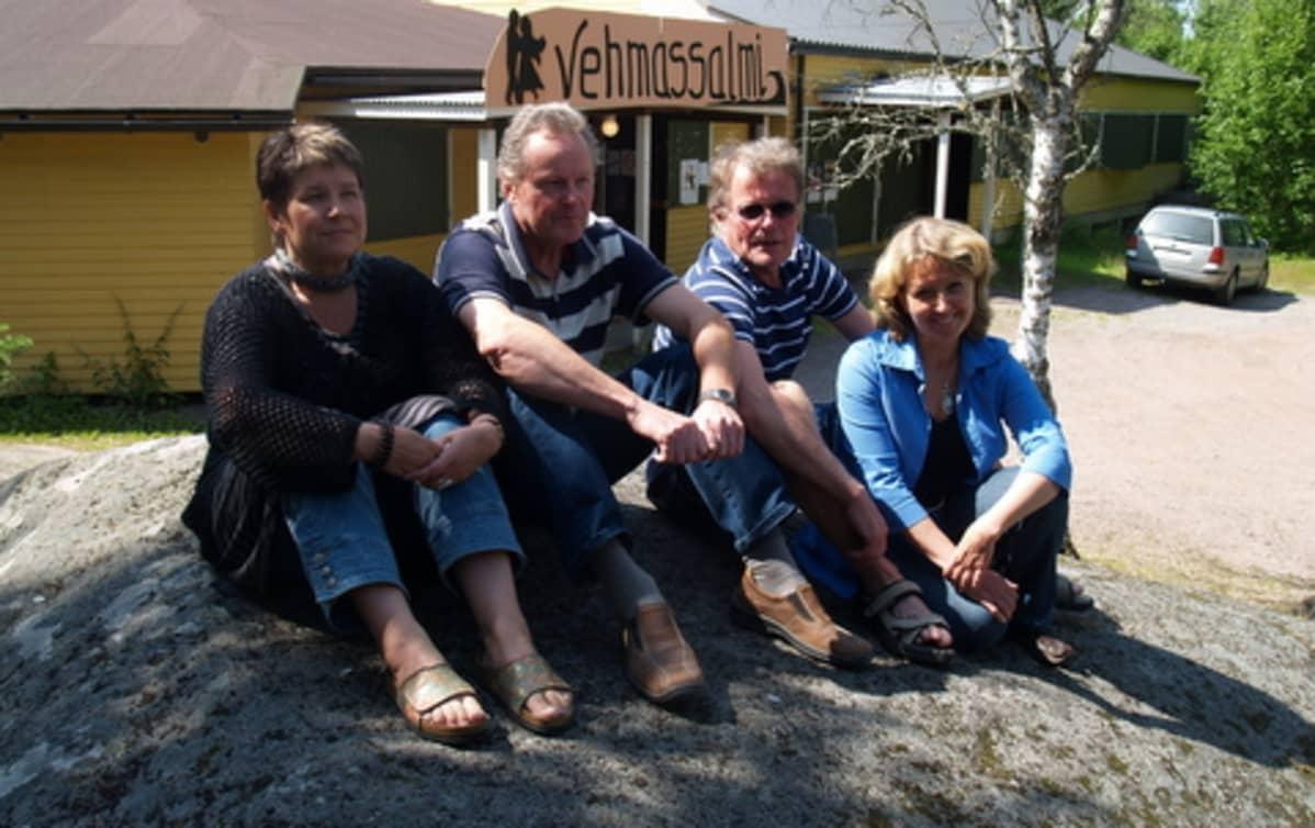 Vehmassalmen talkootiimissä ovat mukana (vas) Sirpa Ikala-Suomalainen, Kai Lindegren, Lasse Piilinen ja Liisa Jalava.