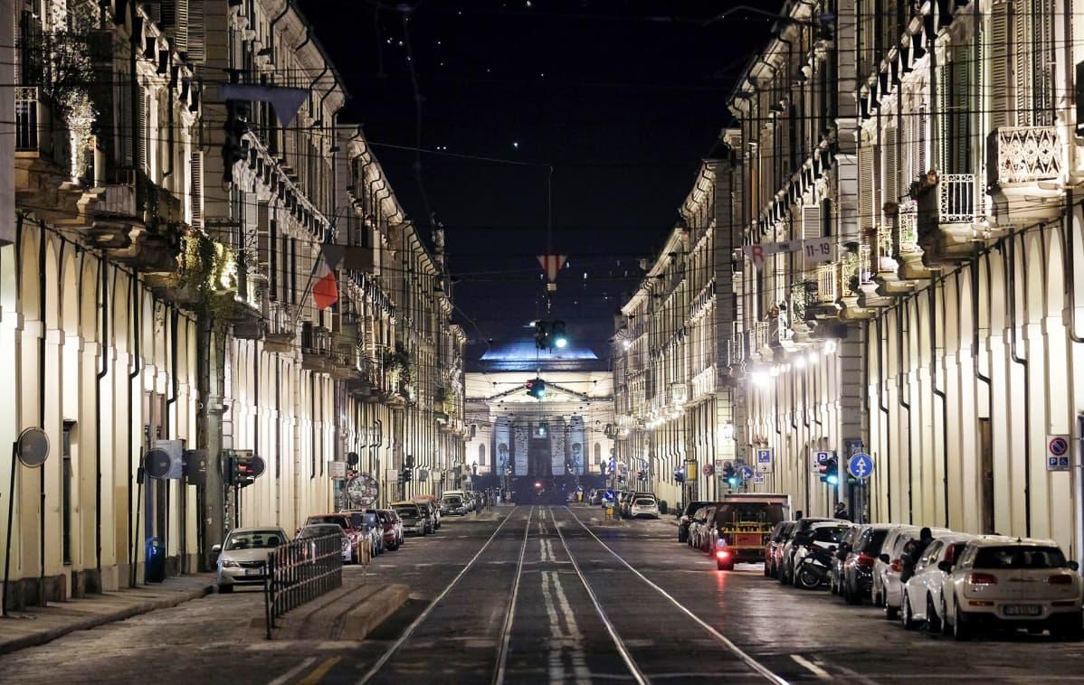 Tyhjä katu Turinissa, Itaiassa 11. maaliskuuta.