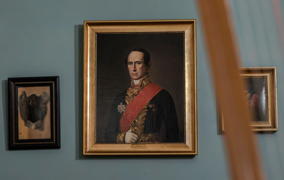 Maalaus marsalkan isoisästä Carl Gustaf Mannerheimista.