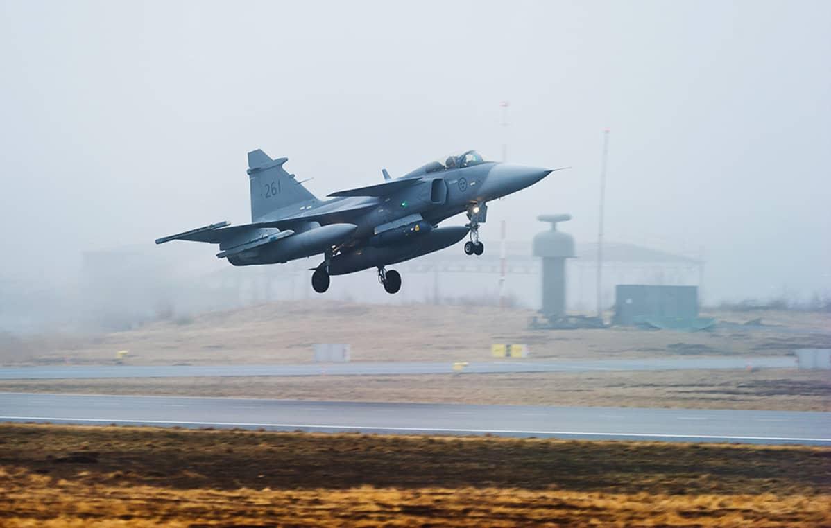 Ruotsin ilmavoimien JAS-39 Gripen -hävittäjä.