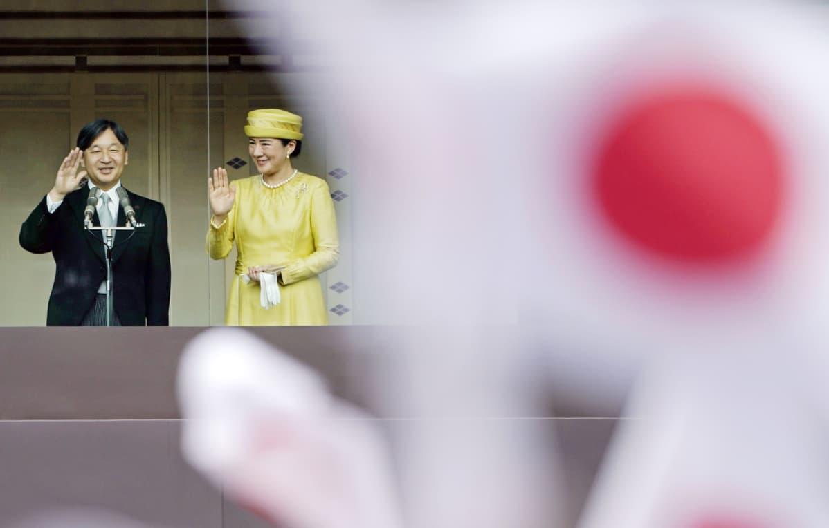 Japanin uusi keisaripari - keisari Naruhito ja keisarinna Masako Tokiossa lauantaina.