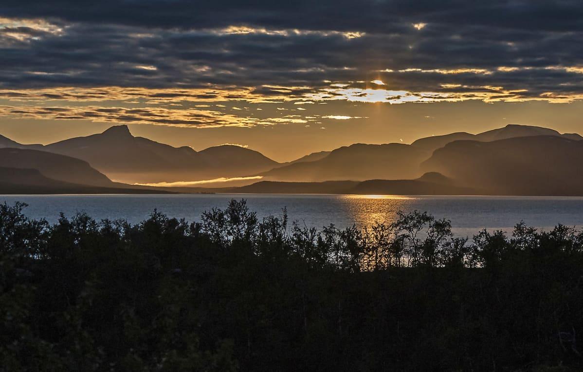 Kilpisjärvi auringonlaskussa.