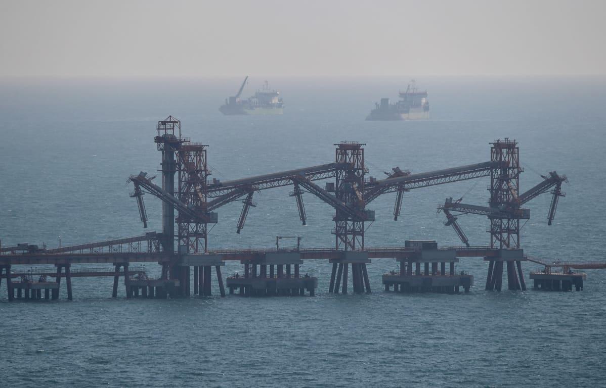 Tamanin öljysatama Mustanmeren rannalla venäjällä.