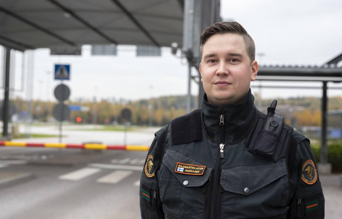 Nuorempi rajavartija Mikko Honkanen.