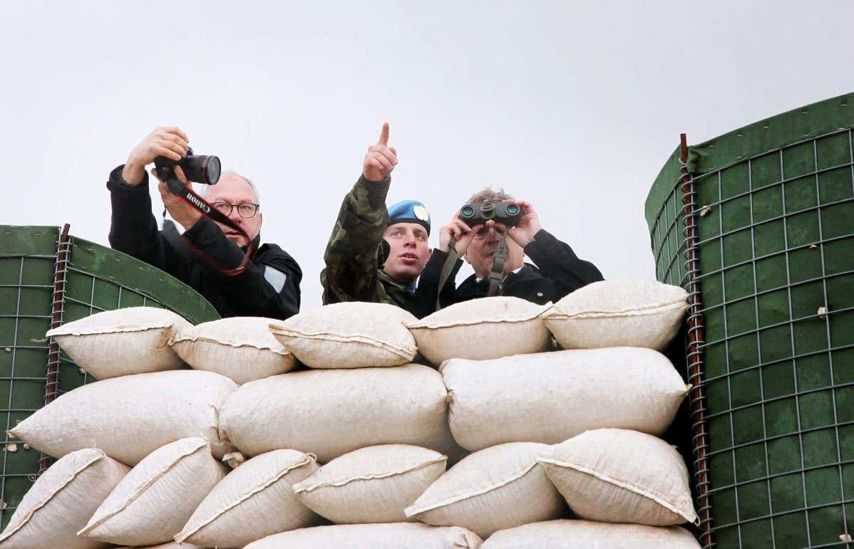 Presidentti Sauli Niinistö tutustui Unifil-kriisinhallintajoukkojen vartioasemiin Al-Tirin tukikohdassa Libanonissa maaliskuussa 2014.