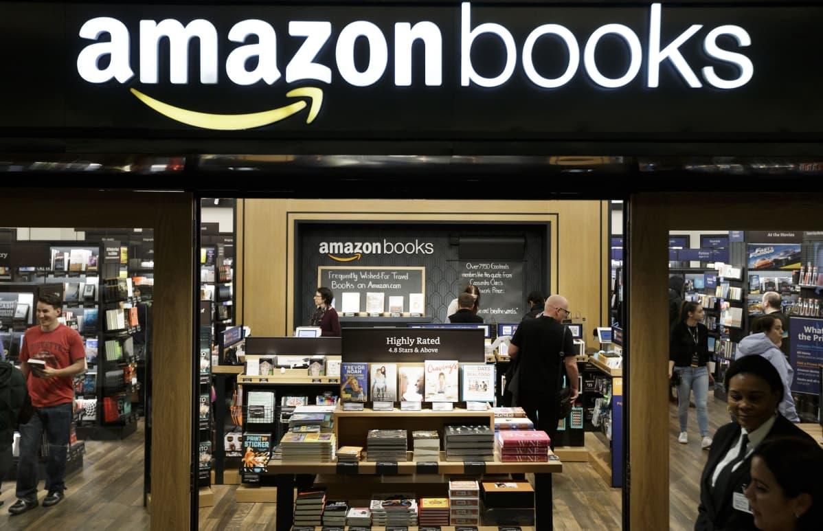 Kirjakauppa, jonka yllä on suuri amazonbooks-logo.
