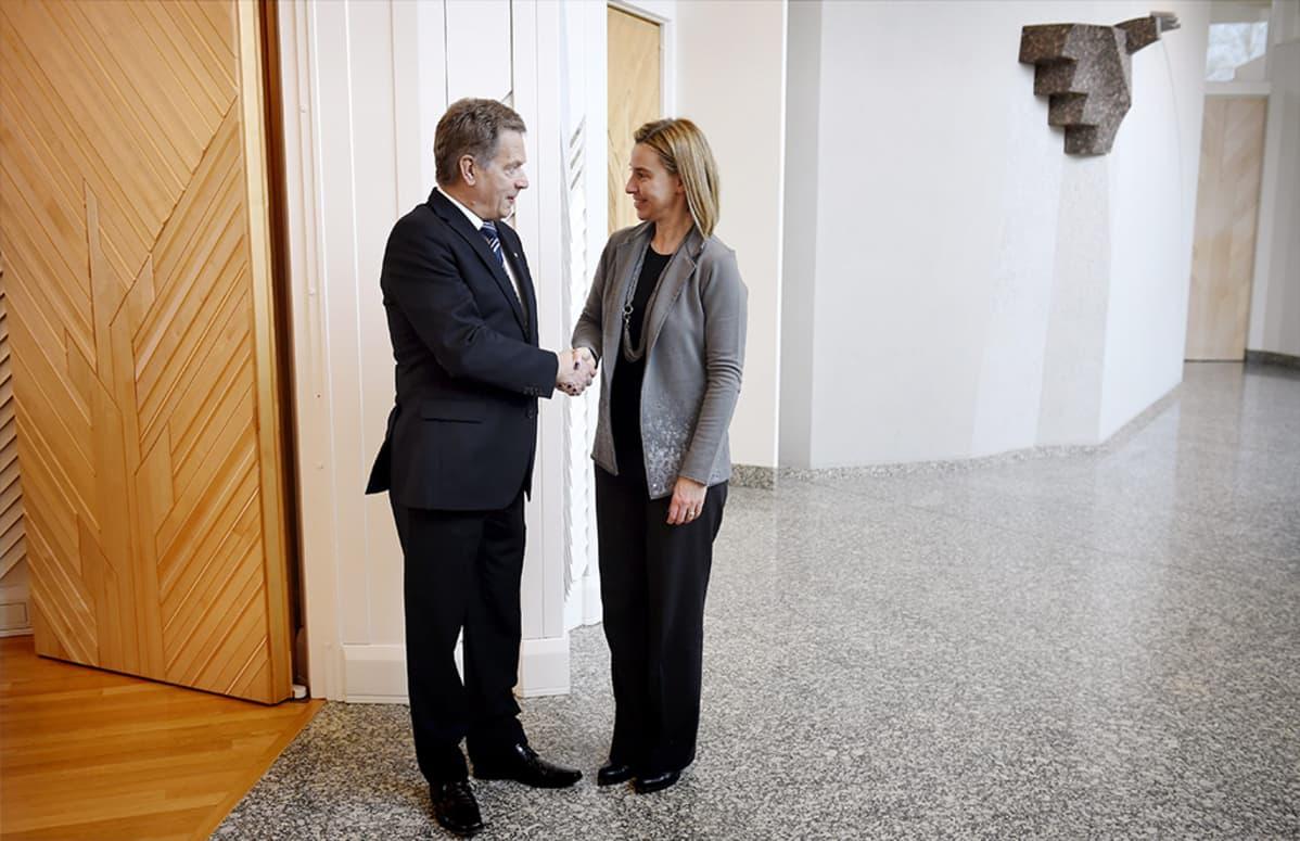 Tasavallan presidentti Sauli Niinistö tapasi Federica Mogherinin 5. maaliskuuta 2015.