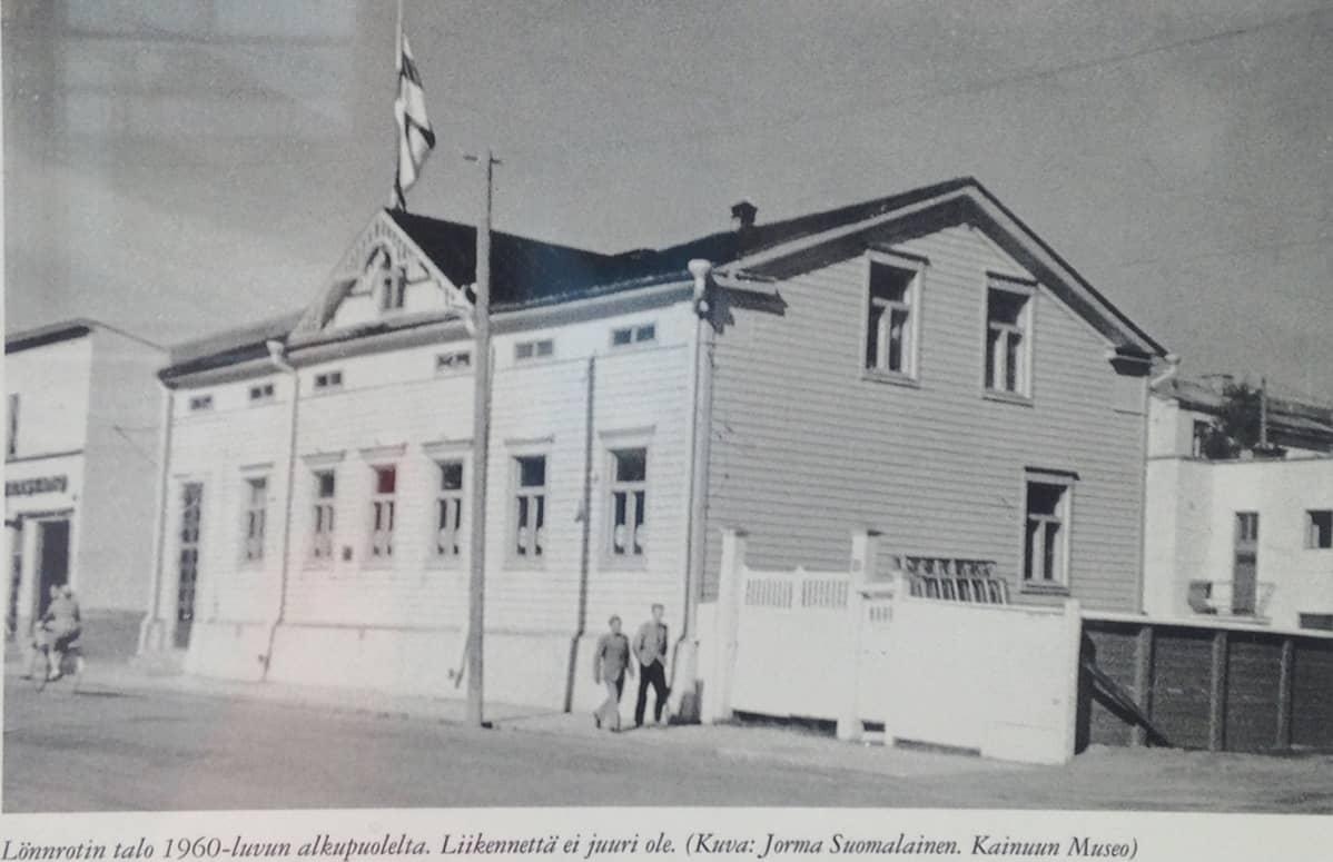 Kuva valokuvasta, joka esittää Lönnrotin taloa