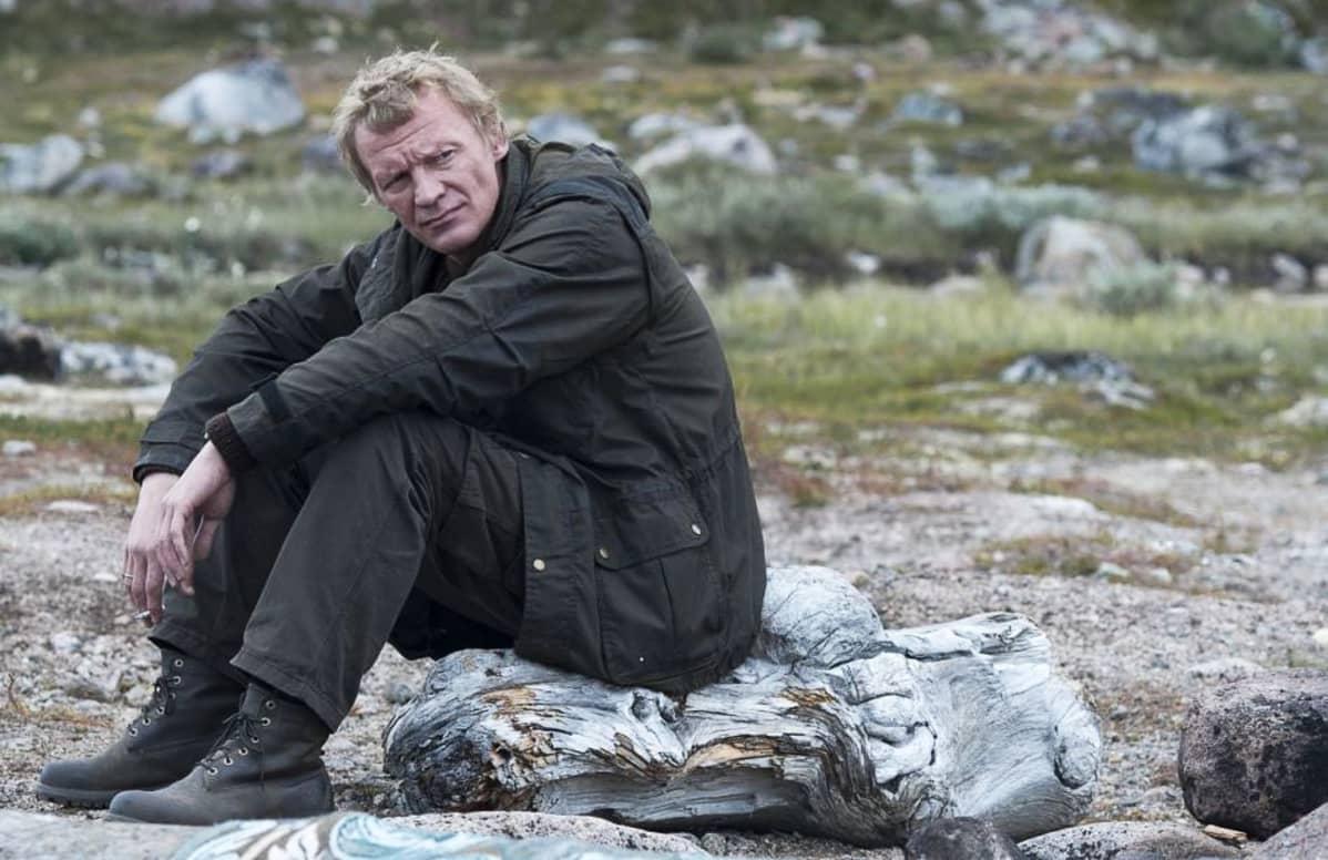 Automekaanikko Nikolain (Aleksei Serebrjakov) elämä murenee korruption ja ihmissuhdetragedian paineissa elokuvassa Leviathan.