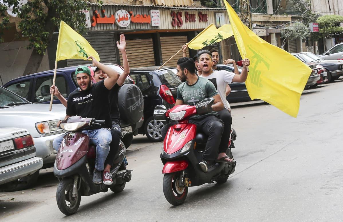 Hizbollahin kannattajat juhlivat Beirutissa 06 toukokuuta.