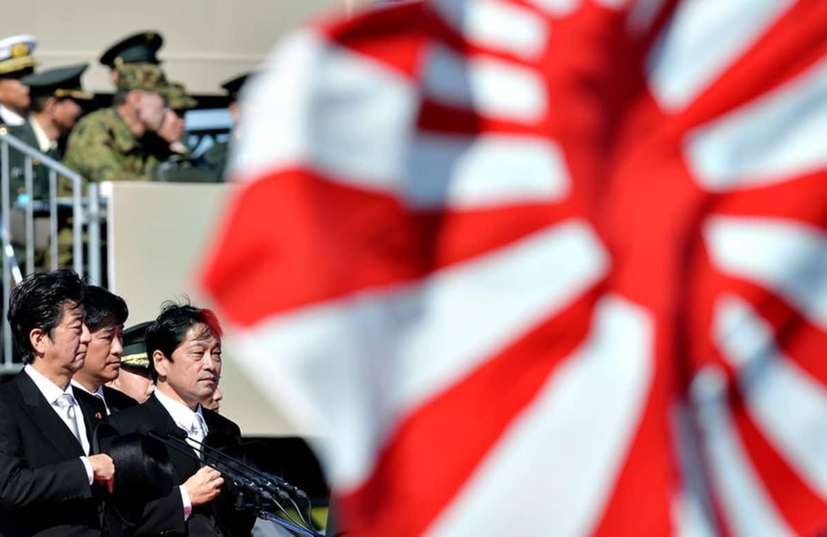 Itsunori Onodera ja Shinzō Abe.