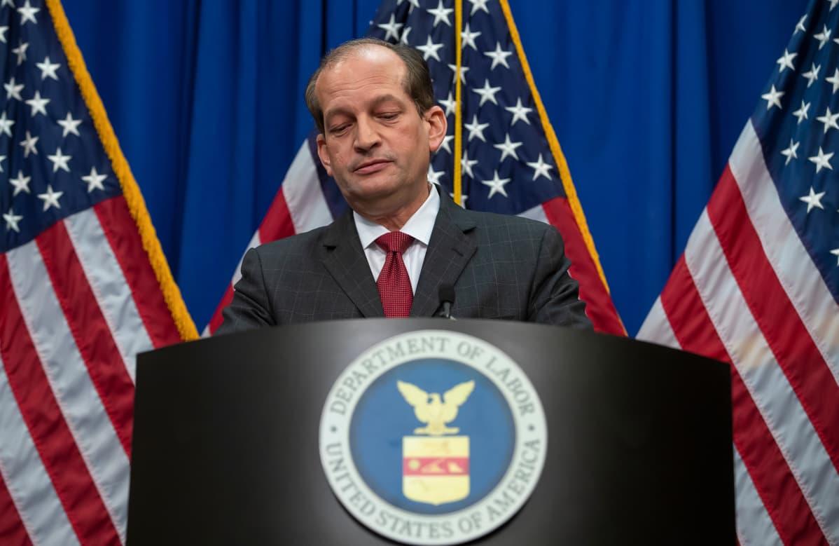 Työministeri Alex Acosta tiedotustilaisuudessa Valkoisessa talossa 10. heinäkuuta.