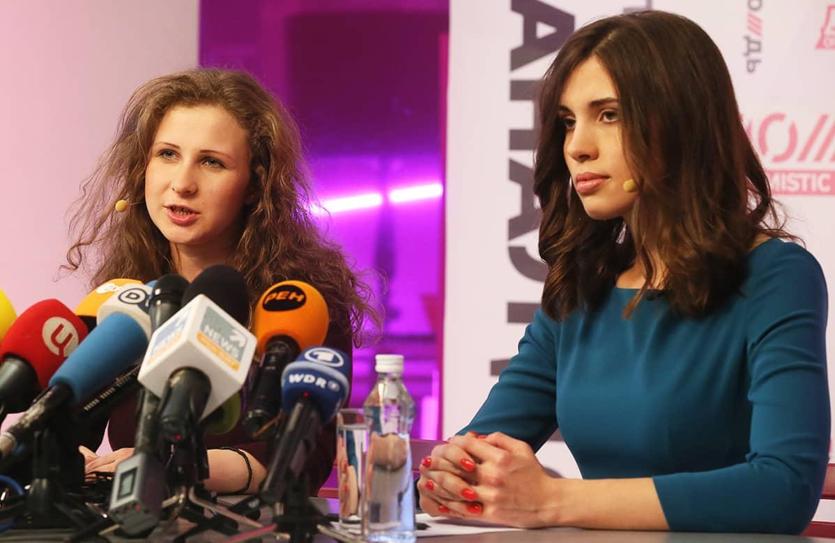 Maria Aljohina ja Nadezhda Tolokonnikova.