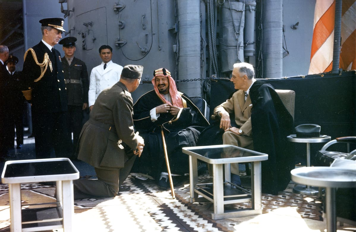 Saudi-Arabian kuningas Abdul Aziz Ibn Saud ja Yhdysvaltain presidentti Franklin D. Roosevelt