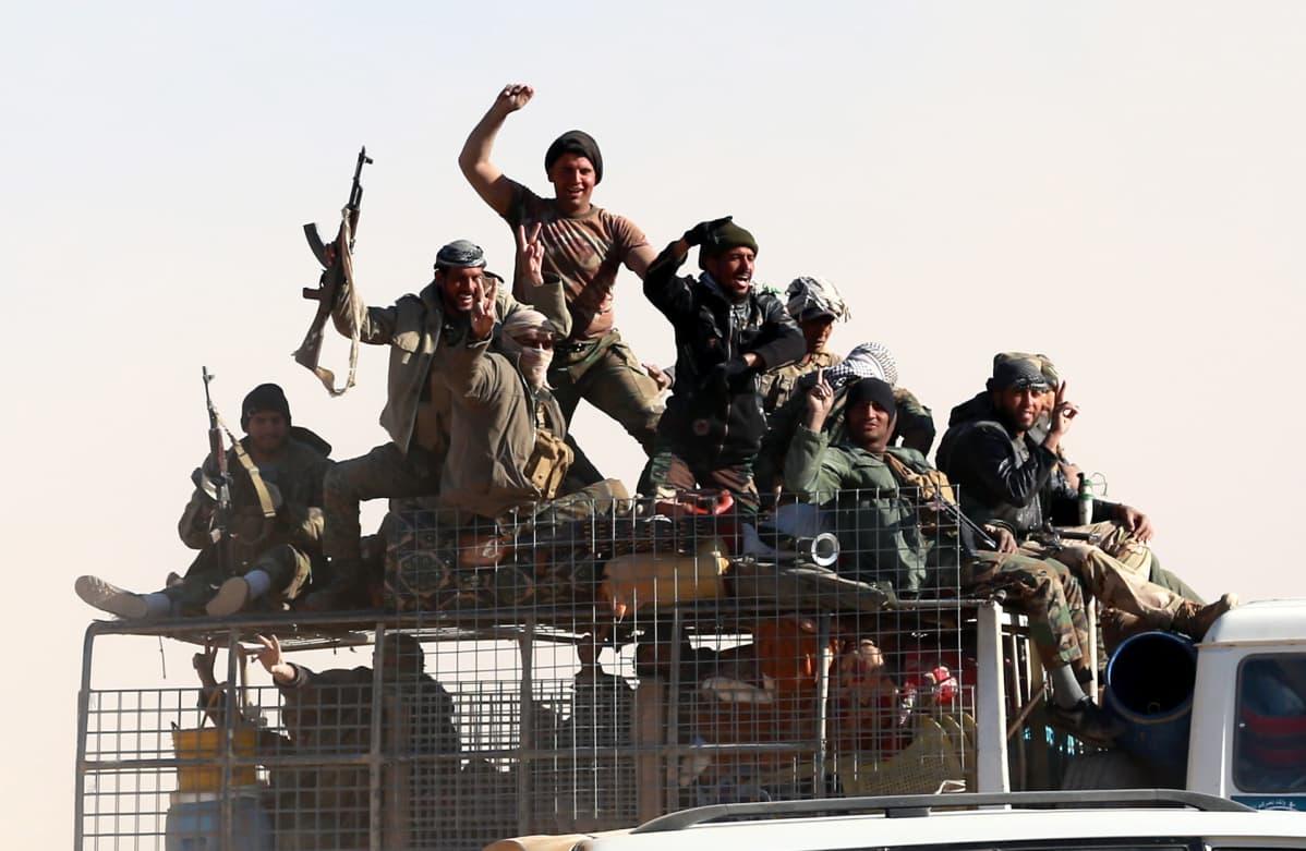 Badr -joukkojen jäseniä.