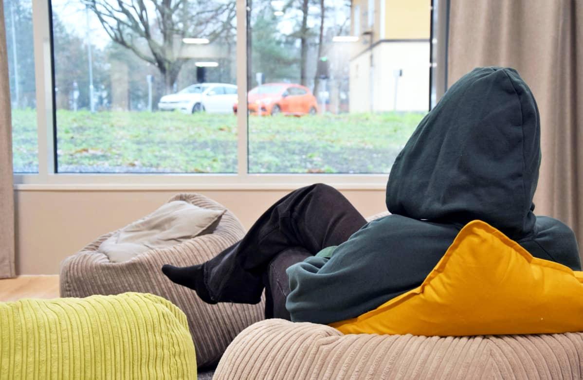 16-vuotias Elisa (nimi muutettu) on laitossijoituksessa Turussa, perhekuntoutuskeskus Lausteella.