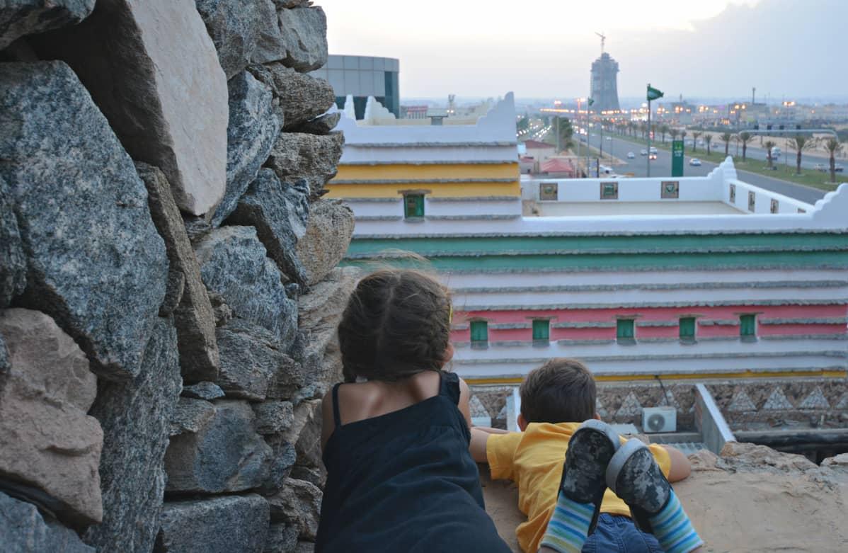 Laura Alho haluaa näyttää blogissaan, että Saudi-Arabiasta löytyy matkakohteita niin naisille kuin perheillekin.