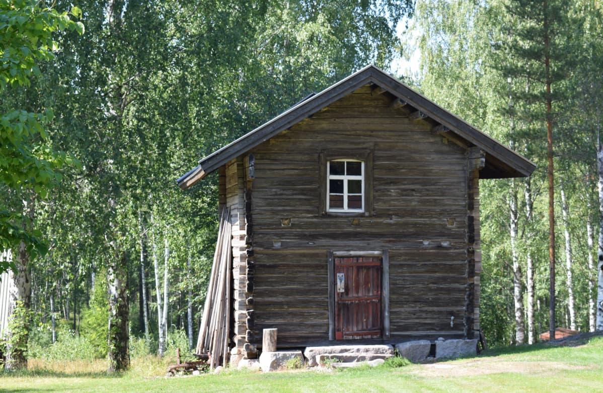 Pian 200 vuotta vanha talo on rakennettu ilman ainoatakaan naulaa tai puutappia.