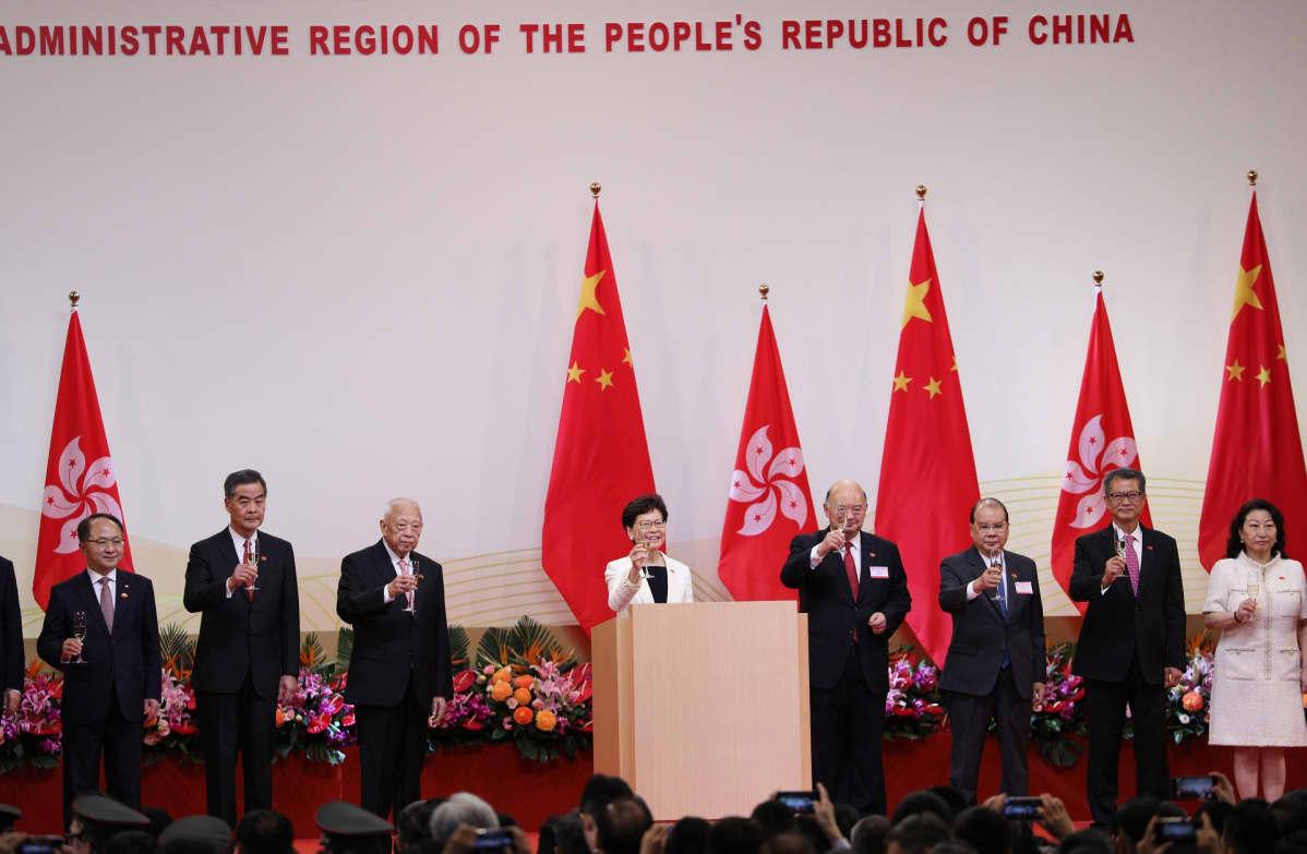Hongkongin hallintojohtaja Lam osallistui Manner-Kiinalle luovutuspäivän juhlallisuuksiin 1. heinäkuuta.