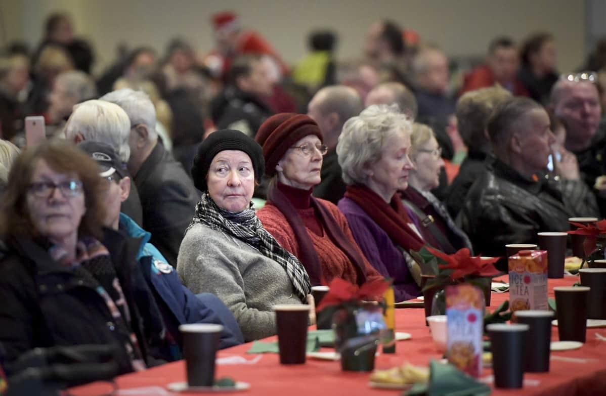 Perinteinen Hurstin vähävaraisten ja yksinäisten joulujuhla järjestettiin Helsingin Messukeskuksessa jouluaattona.