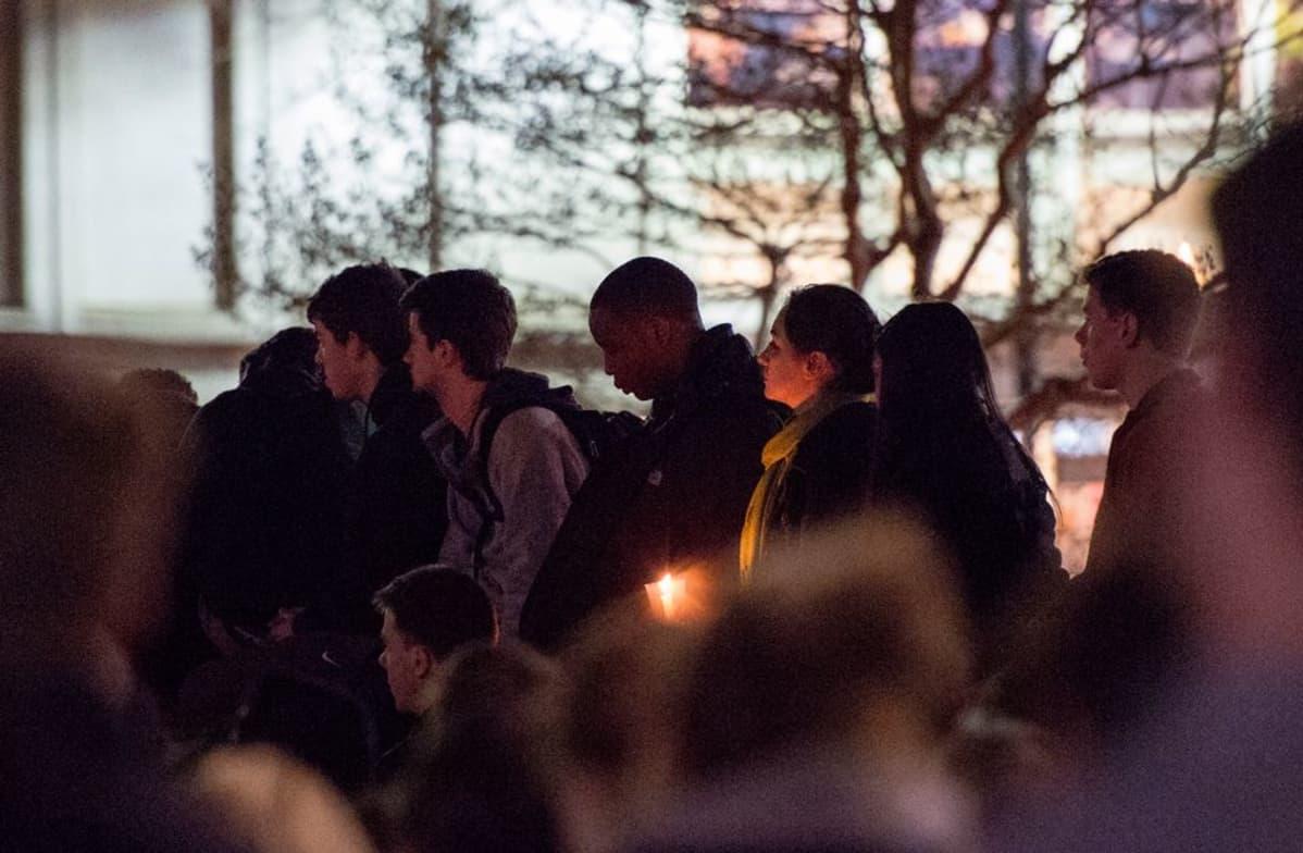 Muistotilaisuus kolmen musliminuoren muistoksi Chapel Hillissä, 11.2.2015