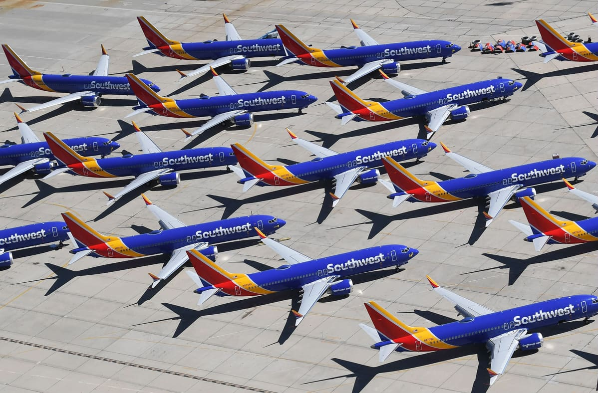 Southwest-yhtiön lentokiellossa edelleen olevia Boeing 737 MAX8 -koneita pysäköitynä Victorvillen lentoasemalla Kaliforniassa.