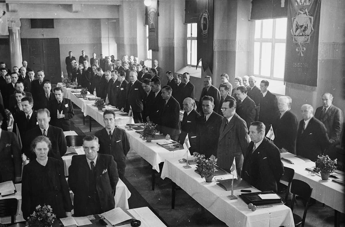 SAK:n kokous Helsingissä 24.10.1943, joukossa K. A. Fagerholm