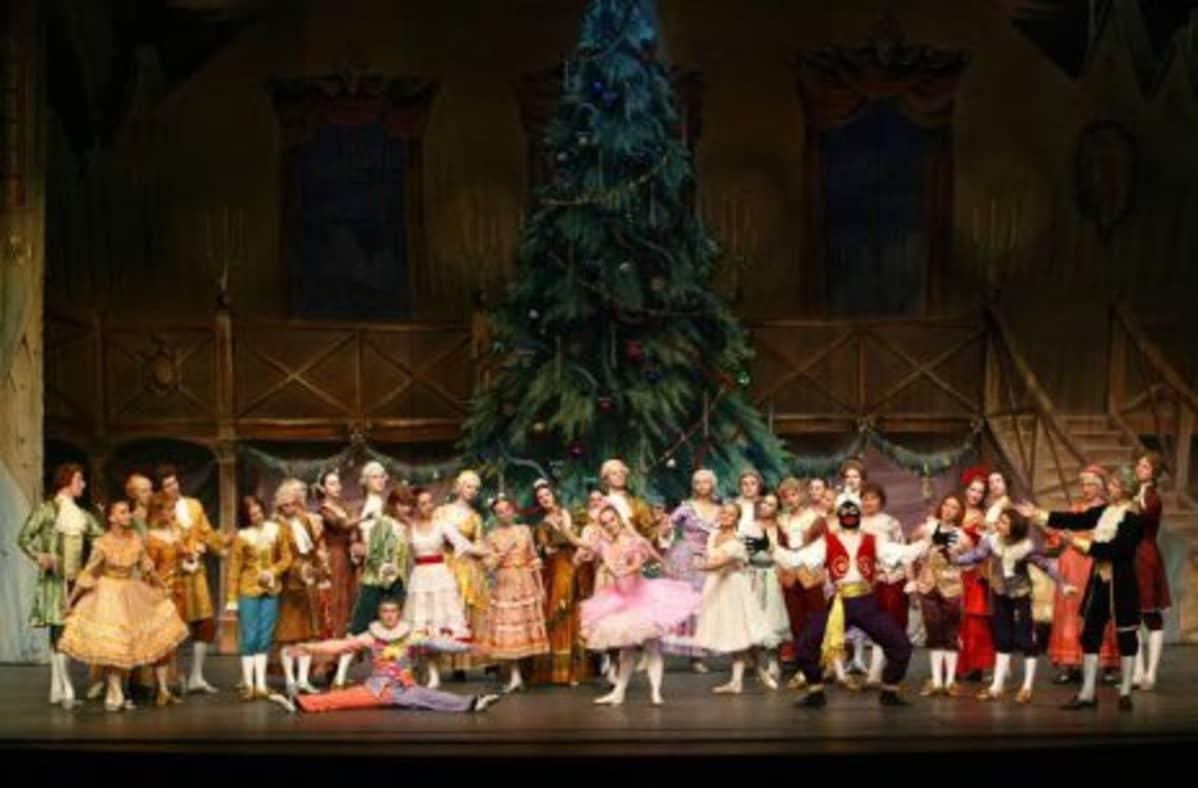 Pietarilainen Russian Ballet Saint Petersburg esittää Tsaikovskin Pähkinänsärkijän Lappeenranta-salissa 6. maaliskuuta.