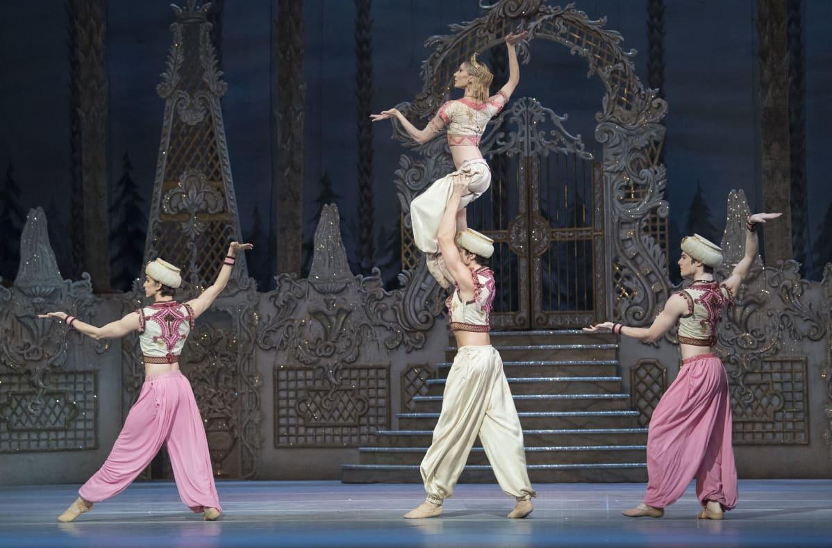 Lontoolainen The Royal Ballet -balettiryhmä esittää Pähkinänsärkijä-balettia 2017